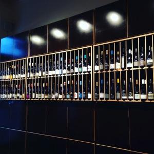 Berlin - Not only Riesling - cave et bar à vins - casiers à bouteilles