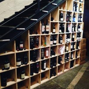 Marseille - Bar à vins - Les Membres - Casiers bouteille