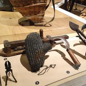 Gant à écorcer, dit «gant sabaté» (pour enlever les nuisibles de l'écorce de la vigne)- XIXe siècle
