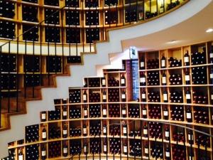 Bordeaux - L'Intendant - Cave à vins - 02 - Escalier