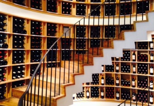 Bordeaux - L'Intendant - Cave à vins - 03 - Escalier