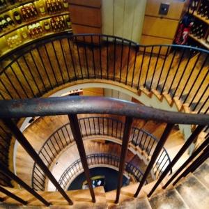 Bordeaux - L'Intendant - Cave à vins - 07 - Escalier