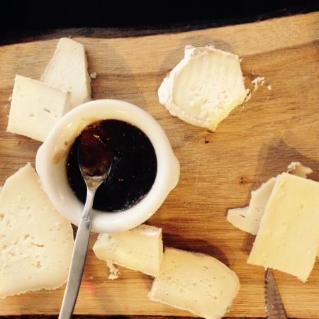 Plateau de fromages déjà bien entamé !