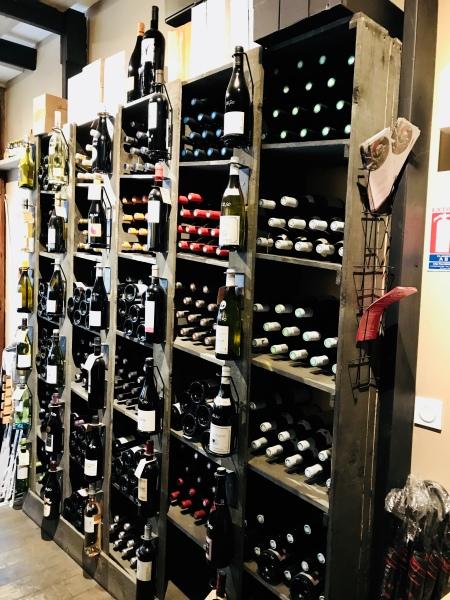 Honfleur - Chez D.D. - Cave à vins - Rayonnage